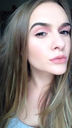 Pink makeup look - blush 2